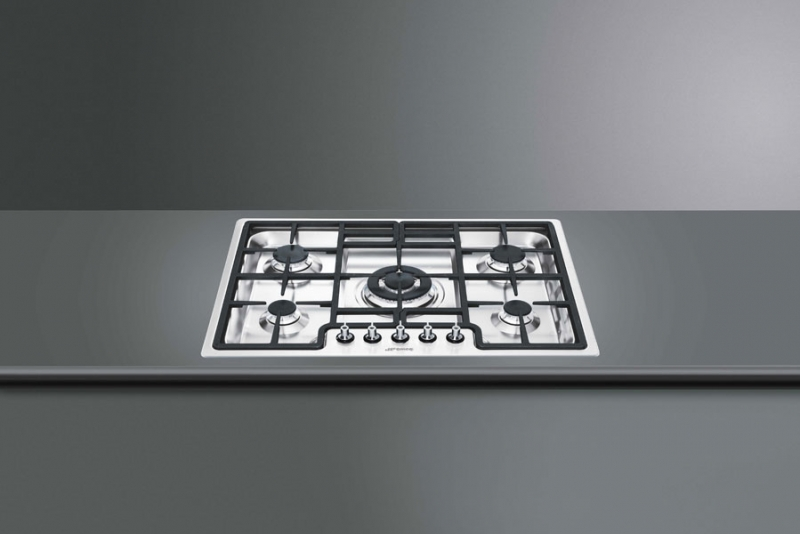 smeg pgf75d 4 gaskochfeld edelstahl 72 cm mit 5 jahren. Black Bedroom Furniture Sets. Home Design Ideas